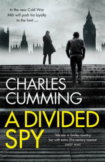 A Divided Spy av Charles Cumming (Innbundet)