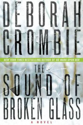 The Sound of Broken Glass av Deborah Crombie (Innbundet)