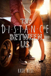 The distance between us av Kasie West (Heftet)