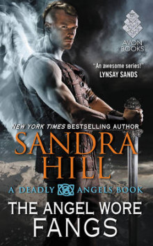The Angel Wore Fangs av Sandra Hill (Heftet)