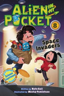 Alien in My Pocket #8: Space Invaders av Nate Ball (Innbundet)