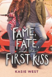 Fame, Fate, and the First Kiss av Kasie West (Innbundet)