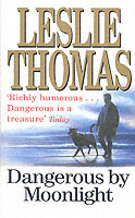 Dangerous By Moonlight av Leslie Thomas (Heftet)