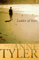 Ladder of years av Anne Tyler (Heftet)