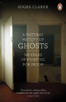 A Natural History of Ghosts av Roger Clarke (Heftet)
