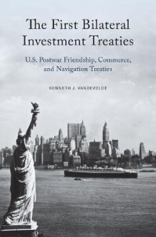 The First Bilateral Investment Treaties av Kenneth J. Vandevelde (Innbundet)