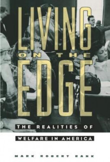 Living on the Edge av Mark Robert Rank (Innbundet)