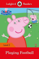 Omslag - Peppa Pig: Playing Football- Ladybird Readers Level 2