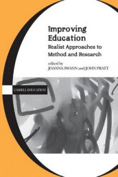 Improving Education av John Pratt og Joanna Swann (Heftet)