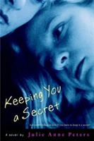 Keeping You A Secret av Julie Anne Peters (Heftet)