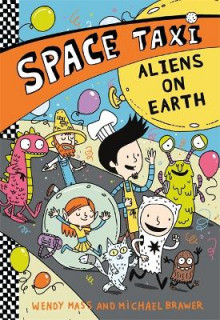 Space Taxi: Aliens on Earth av Wendy Mass og Michael Brawer (Heftet)