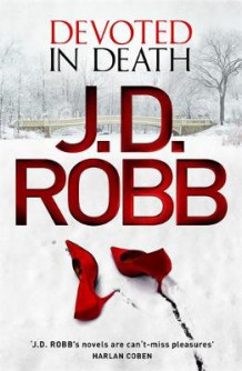 Devoted in Death av J. D. Robb (Innbundet)