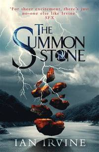 The Summon Stone av Ian Irvine (Heftet)