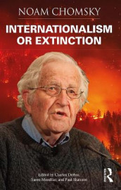 Internationalism or Extinction av Noam Chomsky (Innbundet)