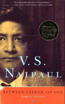 Between father and son av V.S. Naipaul (Heftet)
