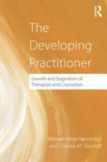 The Developing Practitioner av Michael Helge Ronnestad og Thomas Skovholt (Innbundet)