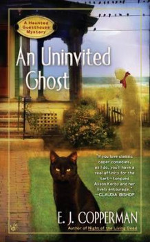 An Uninvited Ghost av E J Copperman (Heftet)