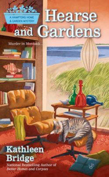 Hearse And Gardens : A Hamptons Home & Garden Mystery Book 2 av Kathleen Bridge (Heftet)