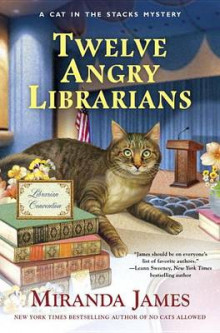 Twelve Angry Librarians av Miranda James (Innbundet)