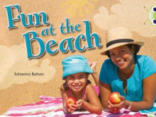 Fun at the Beach (Lilac) NF av Johanna Rohan (Heftet)