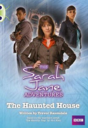 Bug Club White B/2A Sarah Jane Adventures: Haunted House 6-pack av Trevor Baxendale (Blandet mediaprodukt)