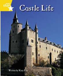 Clinker Castle Yellow Level Non Fiction: Castle Life Single av Lisa Thompson og Katy Pike (Heftet)