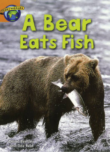 Fact World Stage 4: A Bear Eats Fish (Heftet)