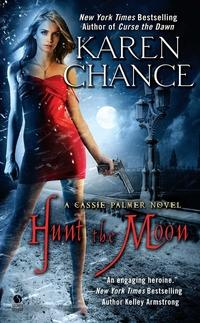 Hunt the Moon av Karen Chance (Heftet)