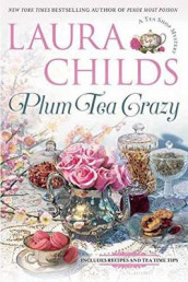 Plum Tea Crazy av Laura Childs (Innbundet)