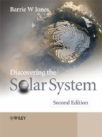 Discovering the Solar System av Barrie William Jones (Heftet)