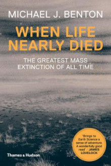When Life Nearly Died av Michael J. Benton (Heftet)