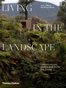 Living in the Landscape av Anna Johnson og Richard Black (Innbundet)