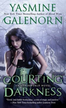 Courting Darkness: An Otherworld Novel Book 10 av Yasmine Galenorn (Heftet)