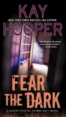 Fear the Dark av Kay Hooper (Heftet)