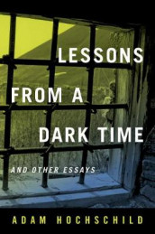 Lessons from a Dark Time and Other Essays av Adam Hochschild (Innbundet)