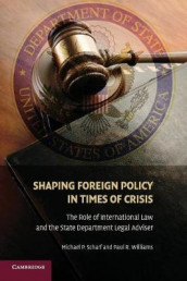 Shaping Foreign Policy in Times of Crisis av Michael P. Scharf og Paul R. Williams (Heftet)