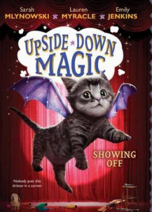 Showing Off (Upside-Down Magic #3) av Sarah Mlynowski, Lauren Myracle og Emily Jenkins (Innbundet)