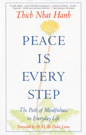 Peace is Every Step av Thich Nhat Hanh (Heftet)