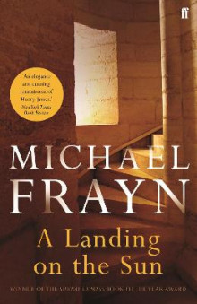 A Landing on the Sun av Michael Frayn (Heftet)