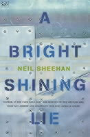 A Bright, Shining Lie av Neil Sheehan (Heftet)