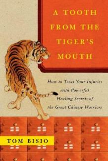 """Tooth from the Tiger's Mouth,: Treat Your Injuries with Powerful Healing Secrets "" av Tom Bisio (Heftet)"