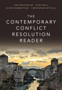 The Contemporary Conflict Resolution Reader av Mr. Hugh Miall, Tom Woodhouse, Oliver Ramsbotham og Christopher Mitchell (Innbundet)