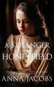 A Stranger In Honeyfield av Anna Jacobs (Innbundet)