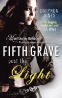 Fifth Grave Past the Light av Darynda Jones (Heftet)