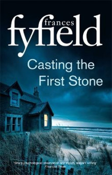 Casting the First Stone av Frances Fyfield (Heftet)