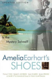 Amelia Earhart's Shoes av Karen Ramey Burns, Randall S. Jacobson, Thomas F. King og Kenton Spading (Heftet)