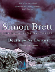 Death on the Downs av Simon Brett og Geoffrey Howard (Innbundet)