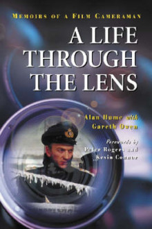 A Life Through the Lens av Alan Hume og Gareth Owen (Heftet)