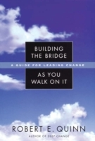 Building the Bridge as You Walk on it av Robert E. Quinn (Innbundet)