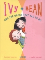 Ivy and Bean and the Ghost That Had to Go av Annie Barrows (Heftet)